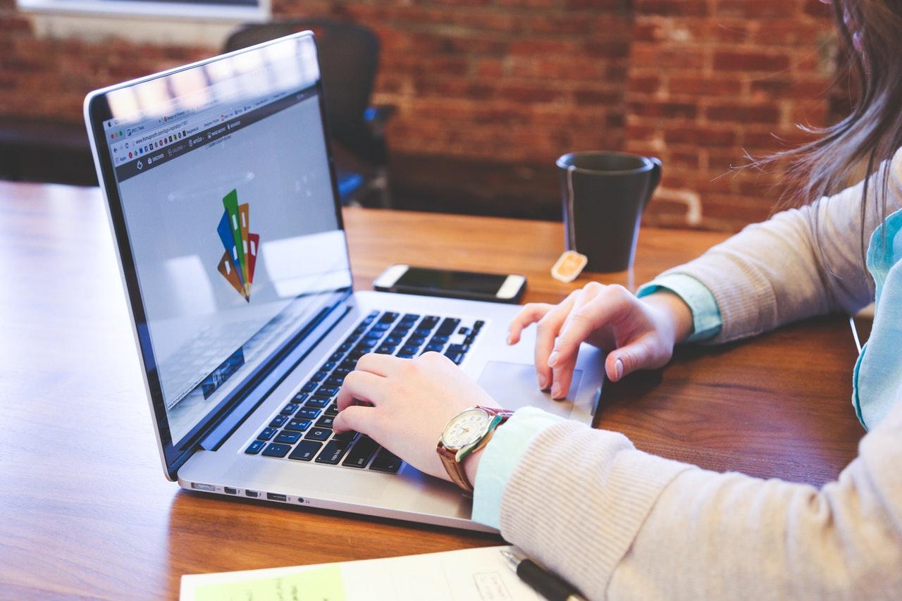 Praca zdalna – jak poprawić swój budżet